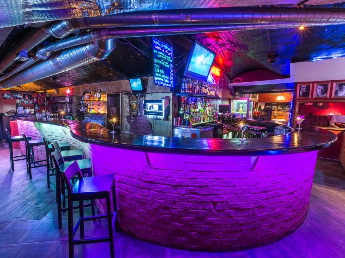 Кафе ночные клубы хоккейный клуб динамо москва вк